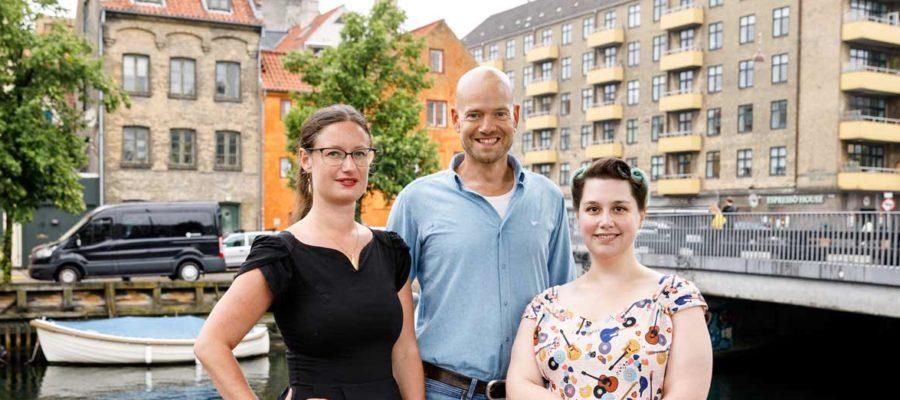 Spidskandidat Ninna Hedeager Olsen med Enhedslistens kandidater på Christianshavn Urik Kohl og Cecilie Høgh Egmose