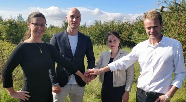 Enhedslistens borgmesterkandidat Ninna Hedeager Olsen ingår musketered med Tommy Petersen (B), Sisse Marie Welling (F) og Niko Grünfeld (Å) for bevarelse af Standengen på Amager Fælled.