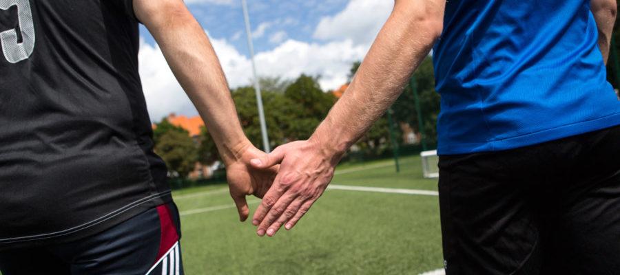 To Der Spiller Fodbold. Foto: Mark Knudsen.