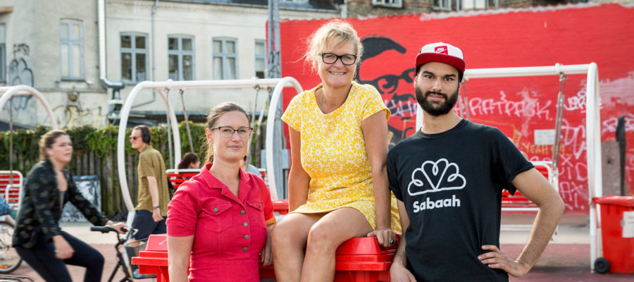Mennesker på Den Røde Plads på Nørrebro.