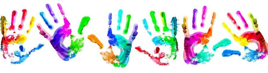 Håndaftryk i forskellige farver.